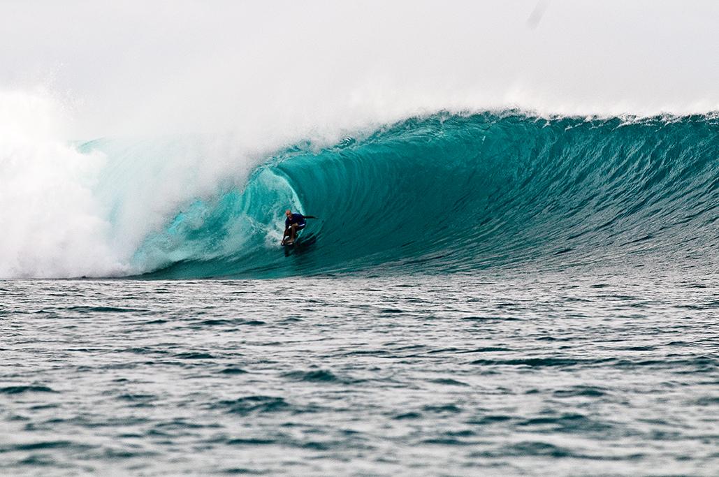 Ian Battrick on a solid Kandui wave.