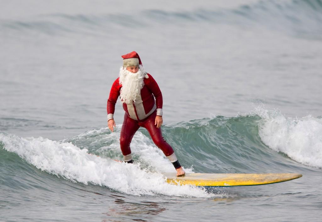 Surfing Santa (1)