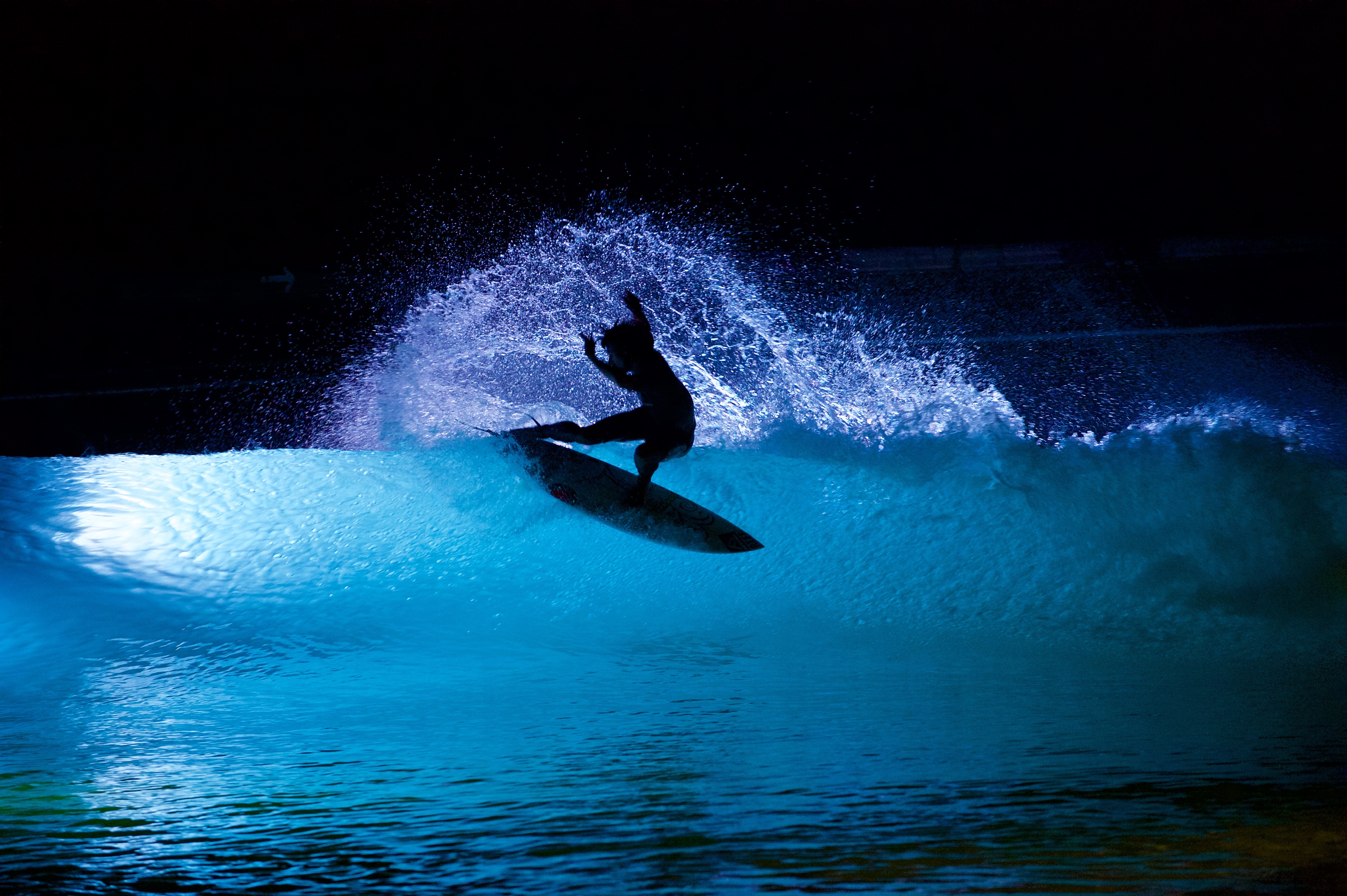 Wavegarden Night Surfing Wavelength Europe S Longest
