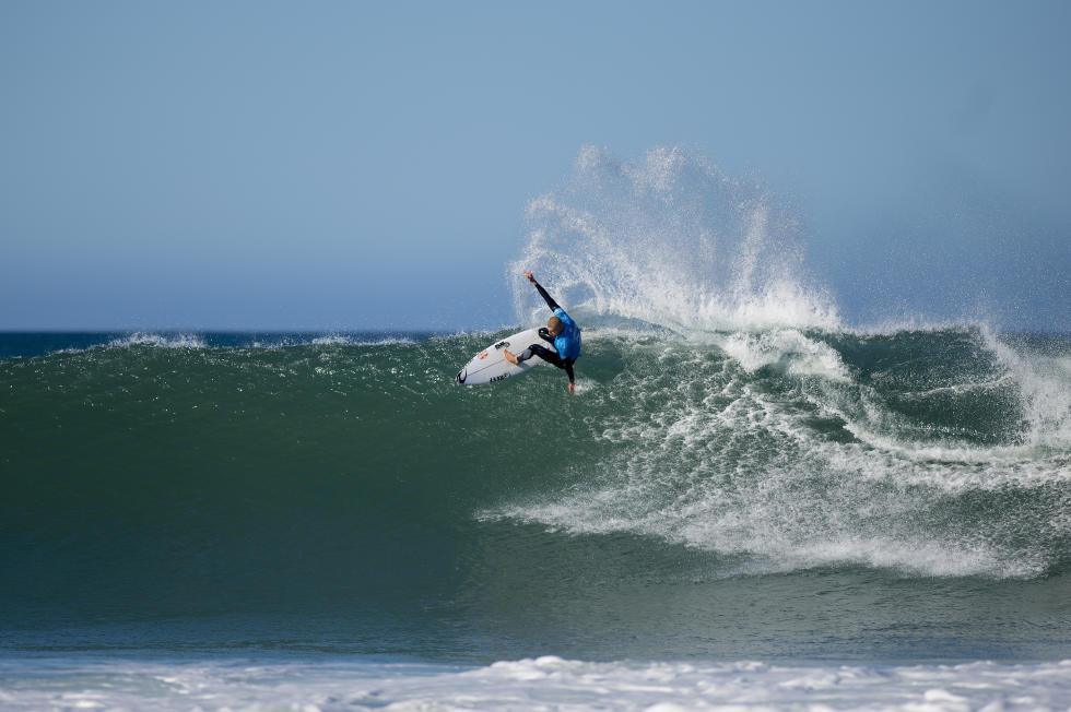 Mick Fanning winning his Semifinal heat. Pic: WSL / Kirstin SCholtz