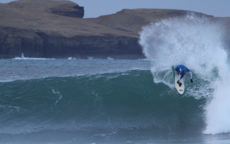 Mark Boyd practicing on Thurso's winter waves (Photo Mal Anderson)