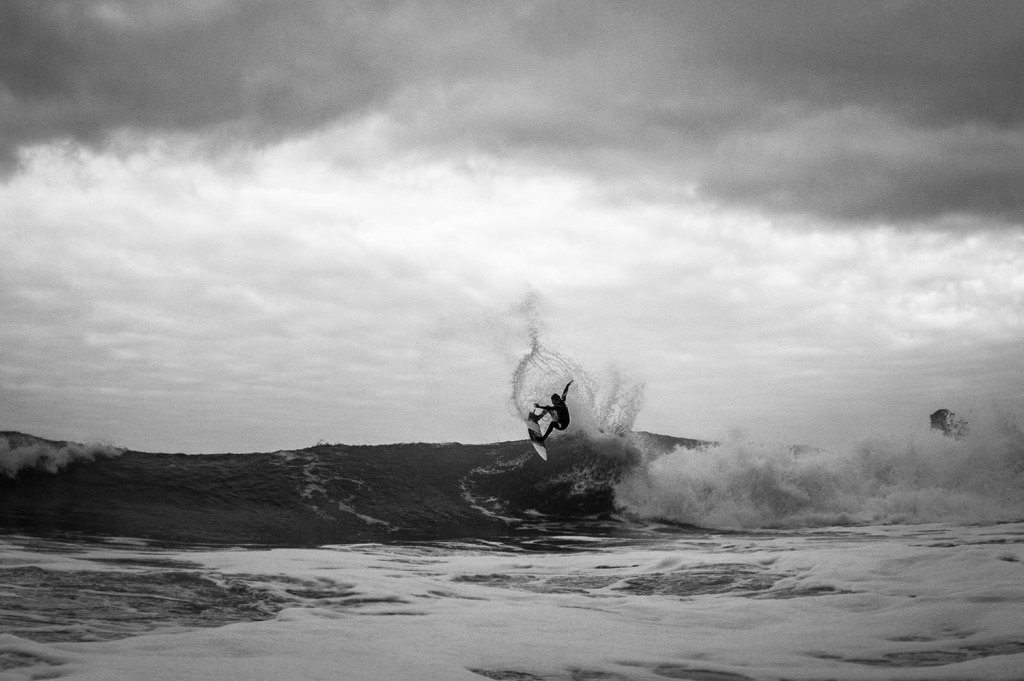Dale Foster releases the fins on a stormy day last winter. Photo Luke Gartside