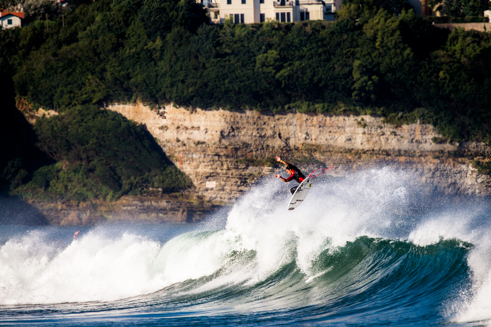 Nicholas Vergas throws a full rotor during a warm up free surf in Anglet.