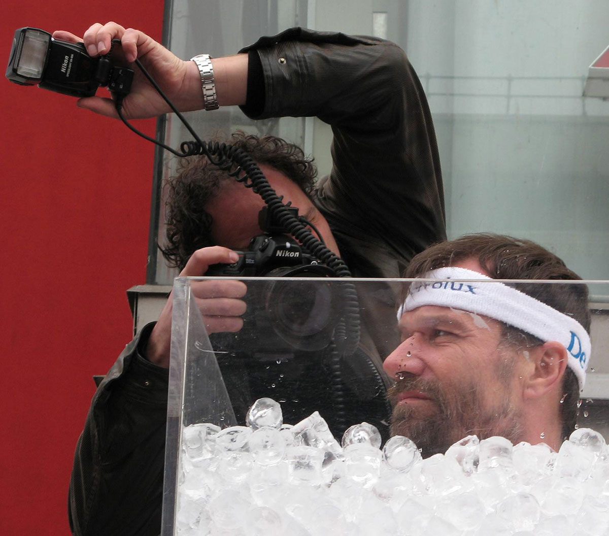Wim chills out in an ice bucket in Rotterdam. Image: Aad