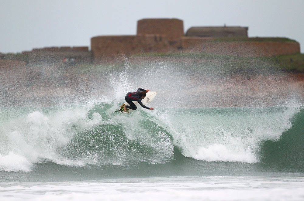 Tom Hill at Vazon. Image: Pierre Gisson